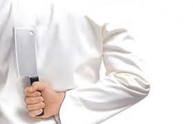 Σεφ που κρατάει μαχαίρι