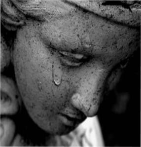 Δακρυσμένο άγαλμα