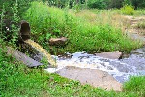Εικόνα βρώμικο ποτάμι